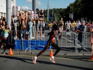 Guld- och Silvermedaljörerna i VM. Båda med Nike Zoom Streak 3 på fötterna.