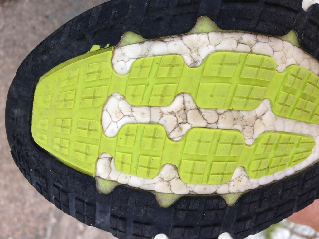 Adidas Energy Boost yttersula med visst slitage