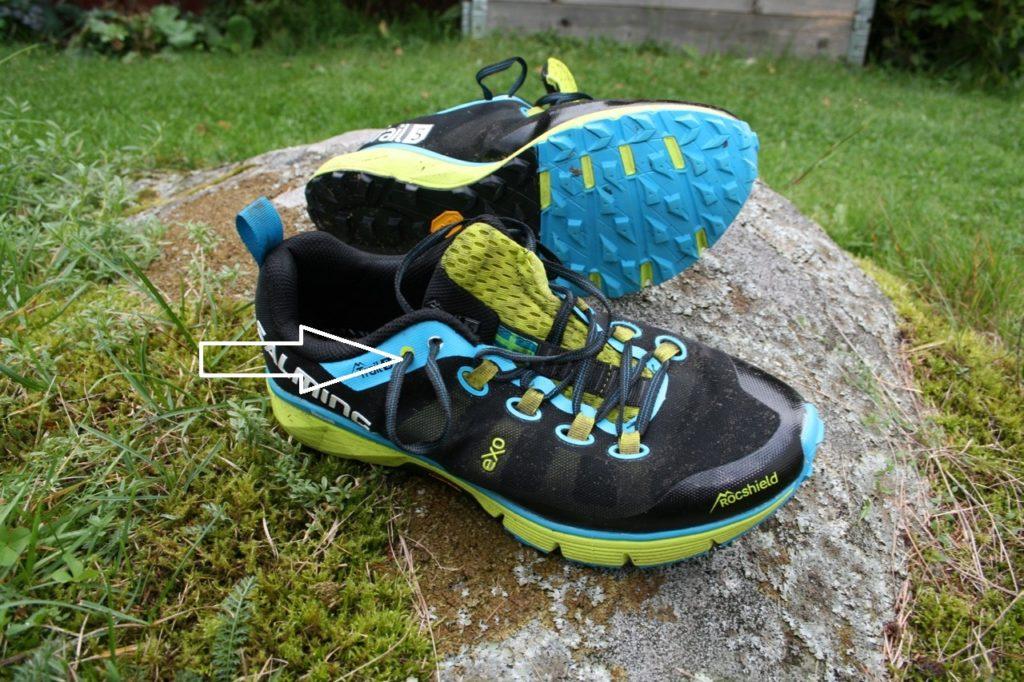 Använd extrahålet för att få skorna att sitta bra
